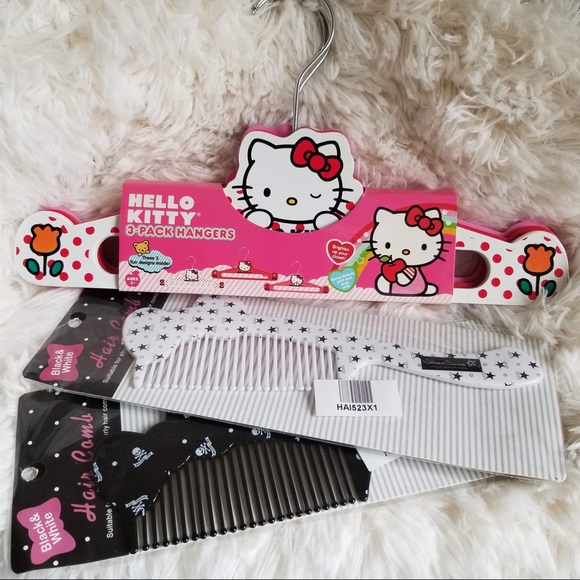 05396c22e8 Hello Kitty hangers   Hair combs ✨FINAL PRICE✨